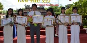 Thầy và trò trường THPT chuyên Nguyễn Bỉnh Khiêm cùng nhận giải thưởng Phan Châu Trinh lần thứ 14